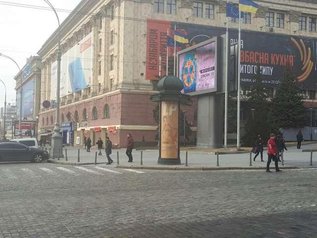 В Сумська вул., 39 - Свободи пл., (колона) (сторона В)